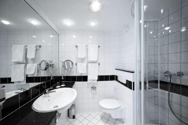 черно белый интерьер ванной комнаты фото 2
