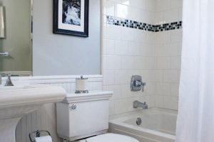черно белый кафель в ванной фото