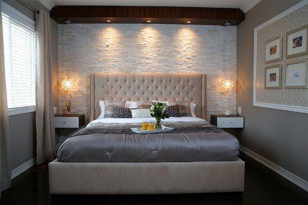 как поставить кровать в маленькой спальне фото