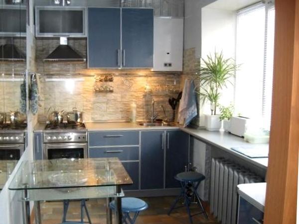 малогабаритные кухни 5 кв. м фото с колонкой