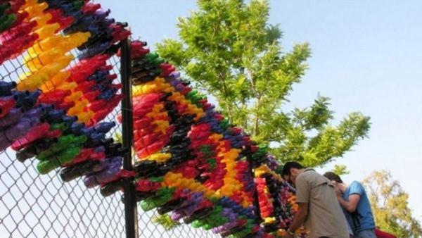 забор из пластиковых бутылок фото 11