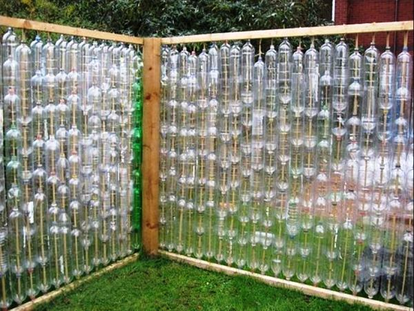забор из пластиковых бутылок фото 2