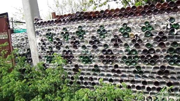 забор из пластиковых бутылок фото 20