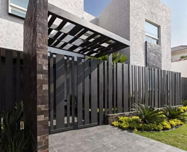 забор из металлического штакетника фото 2