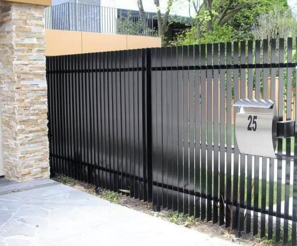 забор из металлического штакетника фото 4