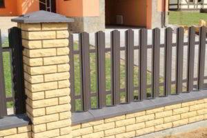 забор из штакетника фото 17