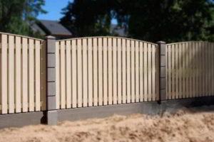 забор из штакетника фото 30