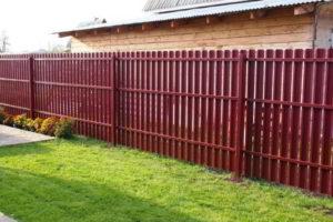забор из штакетника фото 31