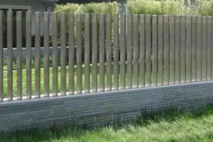 забор из штакетника фото 36