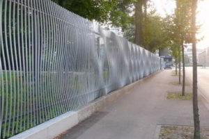 забор из штакетника фото 9