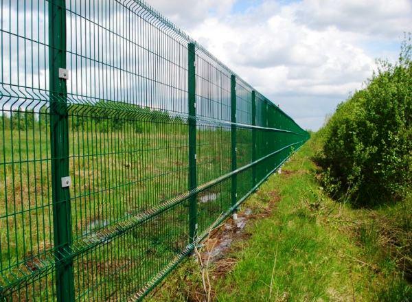 забор из сварной сетки с полимерным покрытием фото