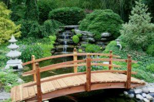 мостик в саду фото