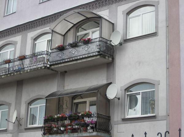 козырек над балконом из поликарбоната фото