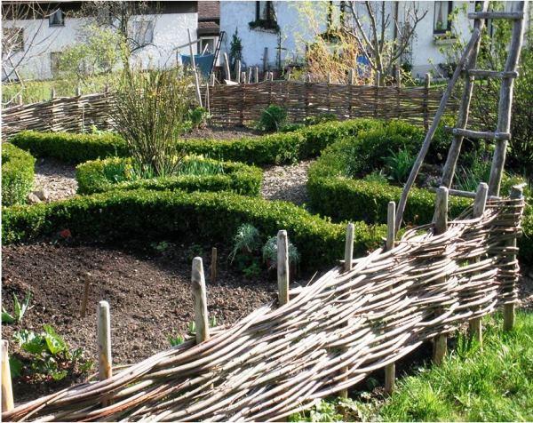 плетень на даче фото 5