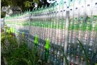 забор из пластиковых бутылок своими руками