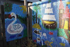 забор из пластиковых бутылок фото 16
