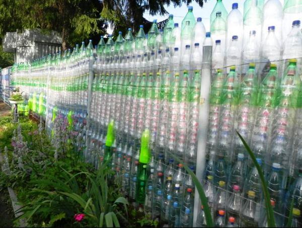 забор из пластиковых бутылок фото 5
