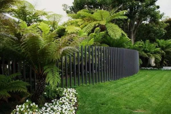 забор из металлического штакетника фото 9