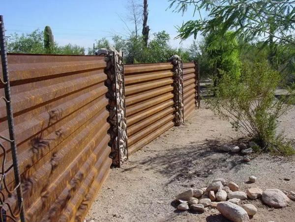 забор из профнастила фото 14