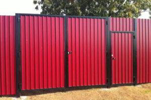 забор из профнастила фото 34
