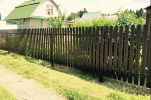 забор из штакетника фото 16