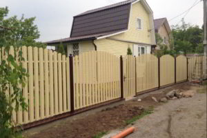 забор из штакетника фото 19