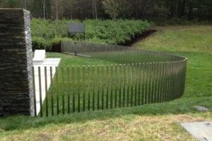 забор из штакетника фото 23