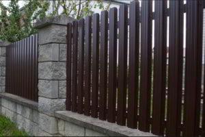 забор из штакетника фото 28