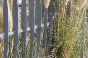 забор из штакетника фото 8